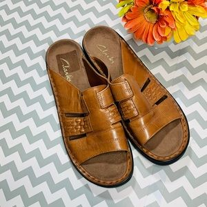 Clarks Women's  Brown Leather Sandals/Slides Sz 8